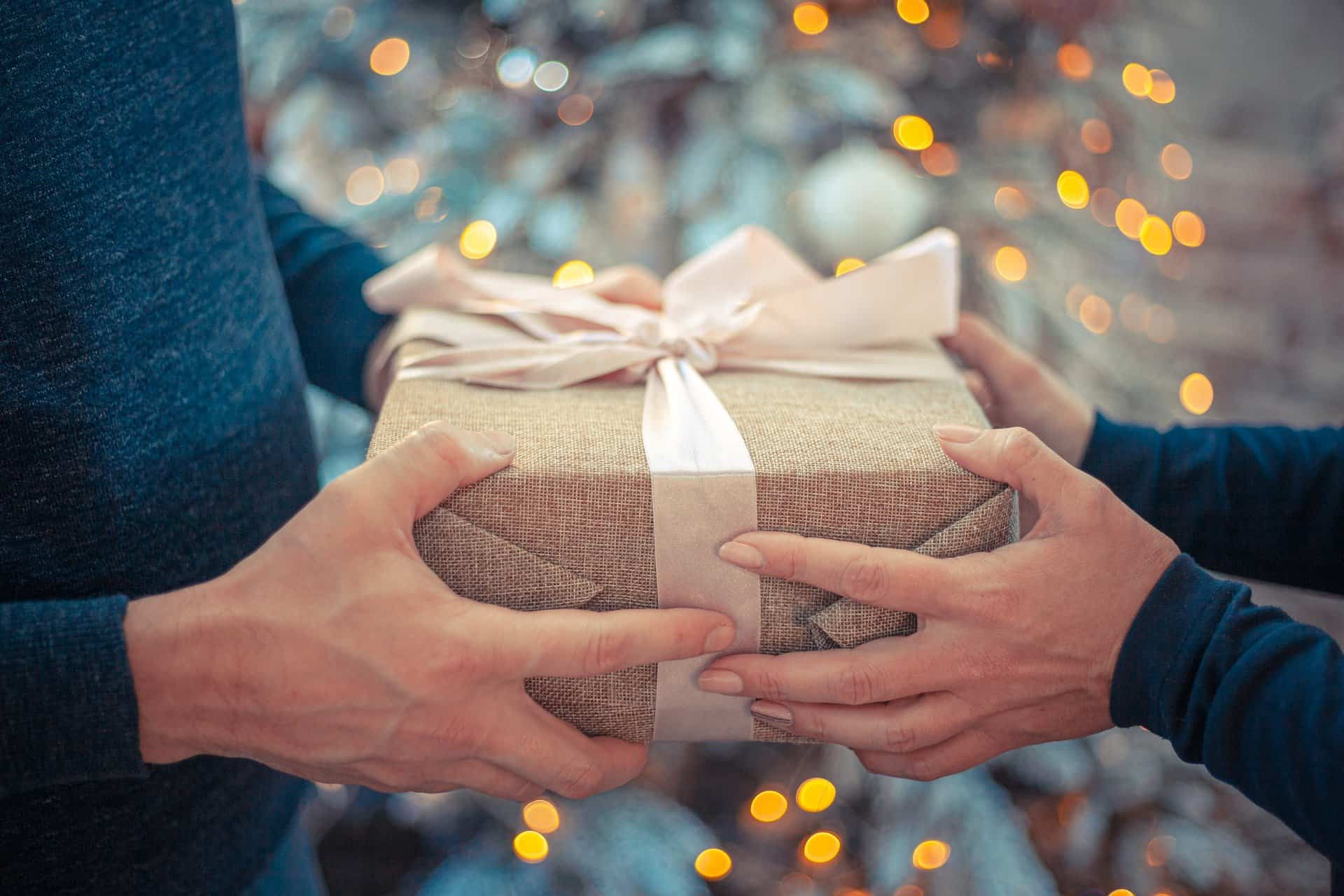 Gift Guide for the Female Traveler - The Bucket List Project